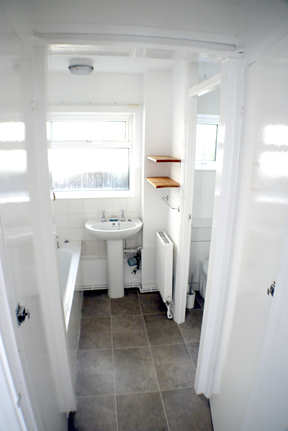 3 Kingfisher Court bathroom